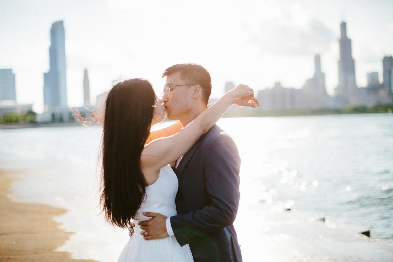 chicago-top-destination-wedding-photographer-outdoor-intimate_0009.jpg