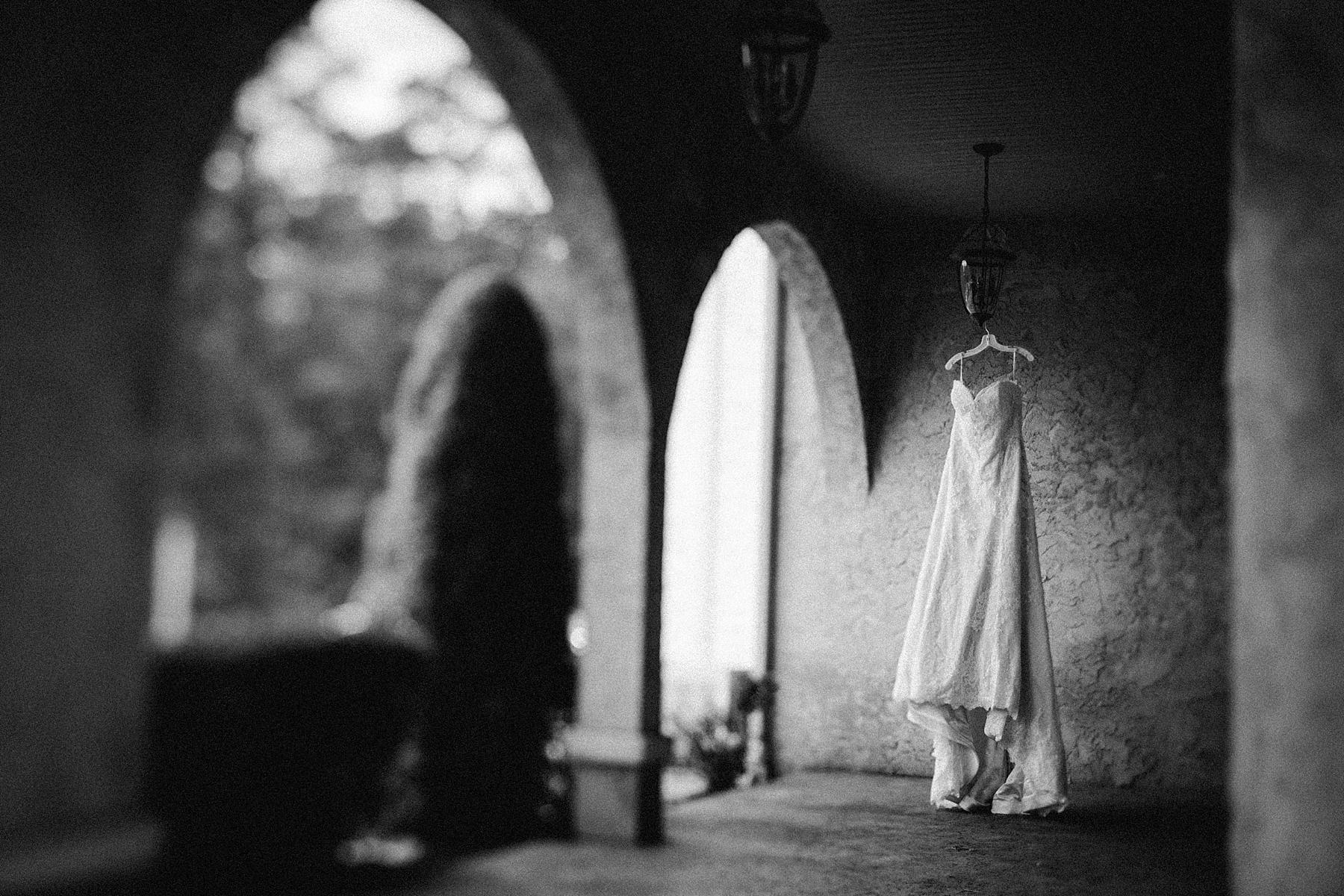 farm-wedding-engagement-session-destination-intimate_0017.jpg