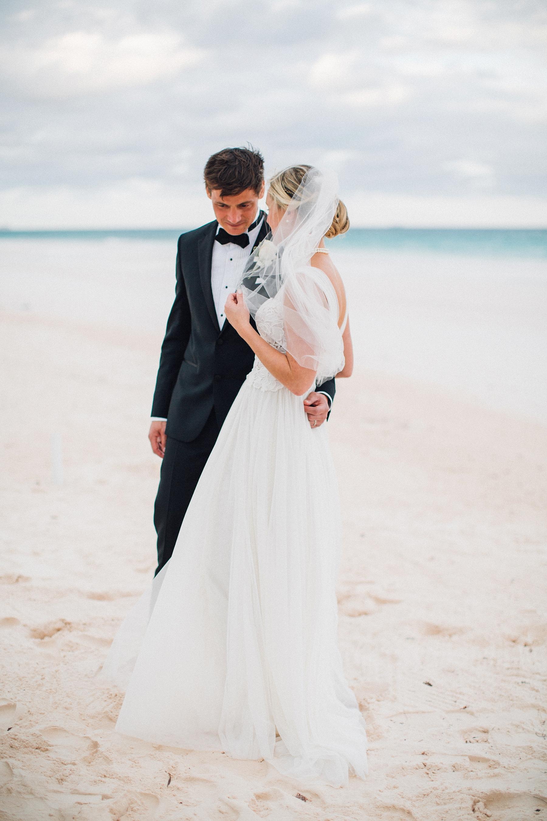 intimate-destination-wedding-beach-moments-harbour-island_0052.jpg