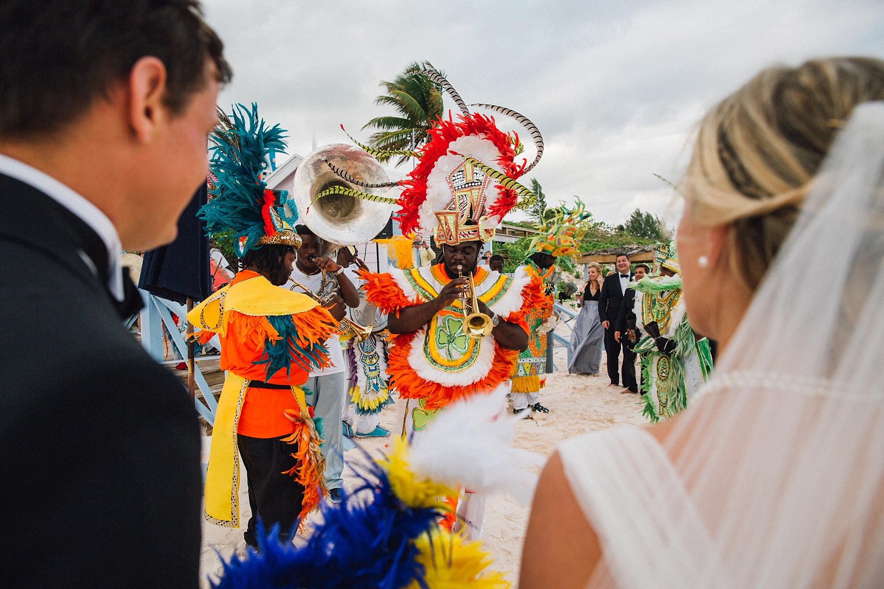 intimate-destination-wedding-beach-moments-harbour-island_0056.jpg