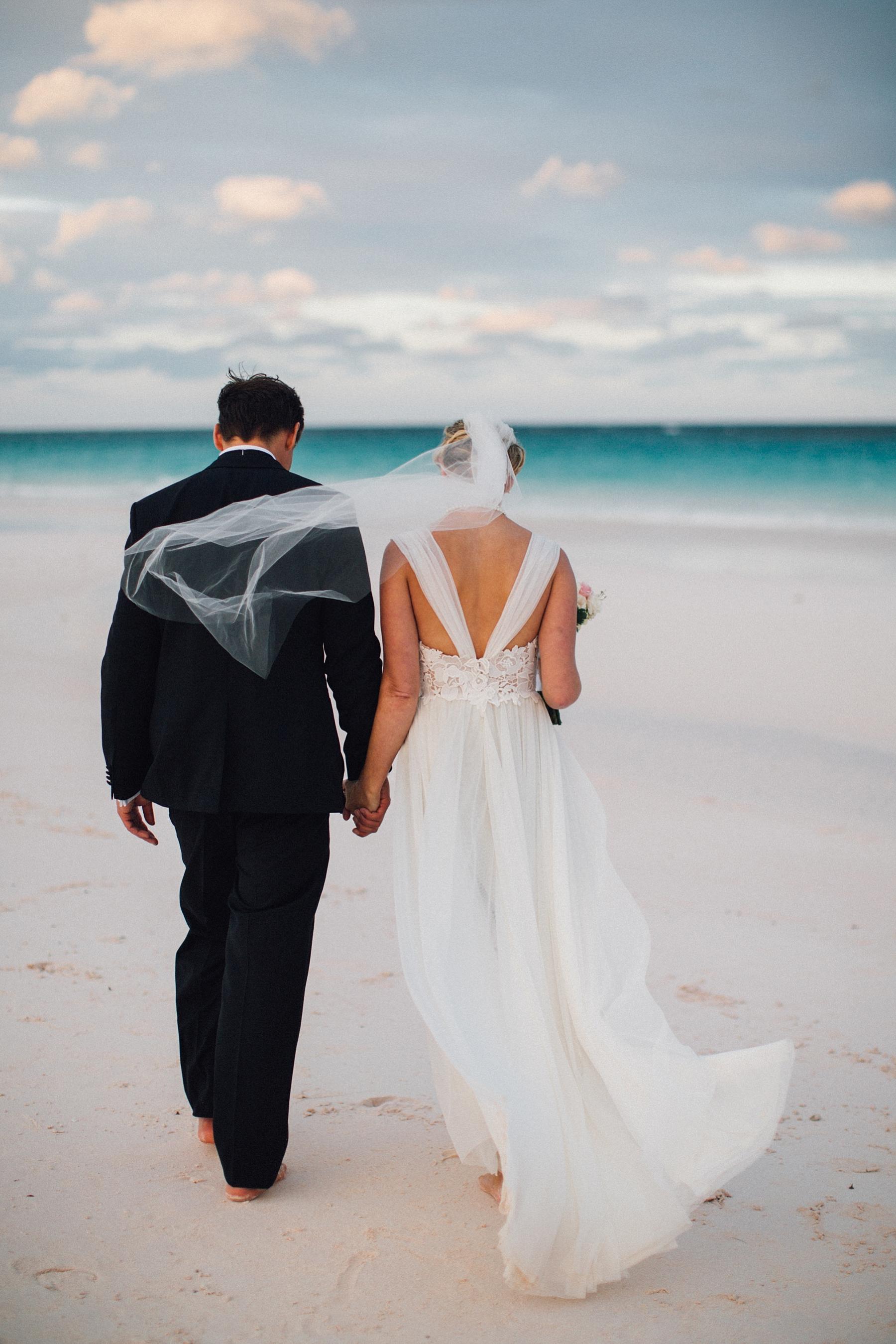 intimate-destination-wedding-beach-moments-harbour-island_0062.jpg