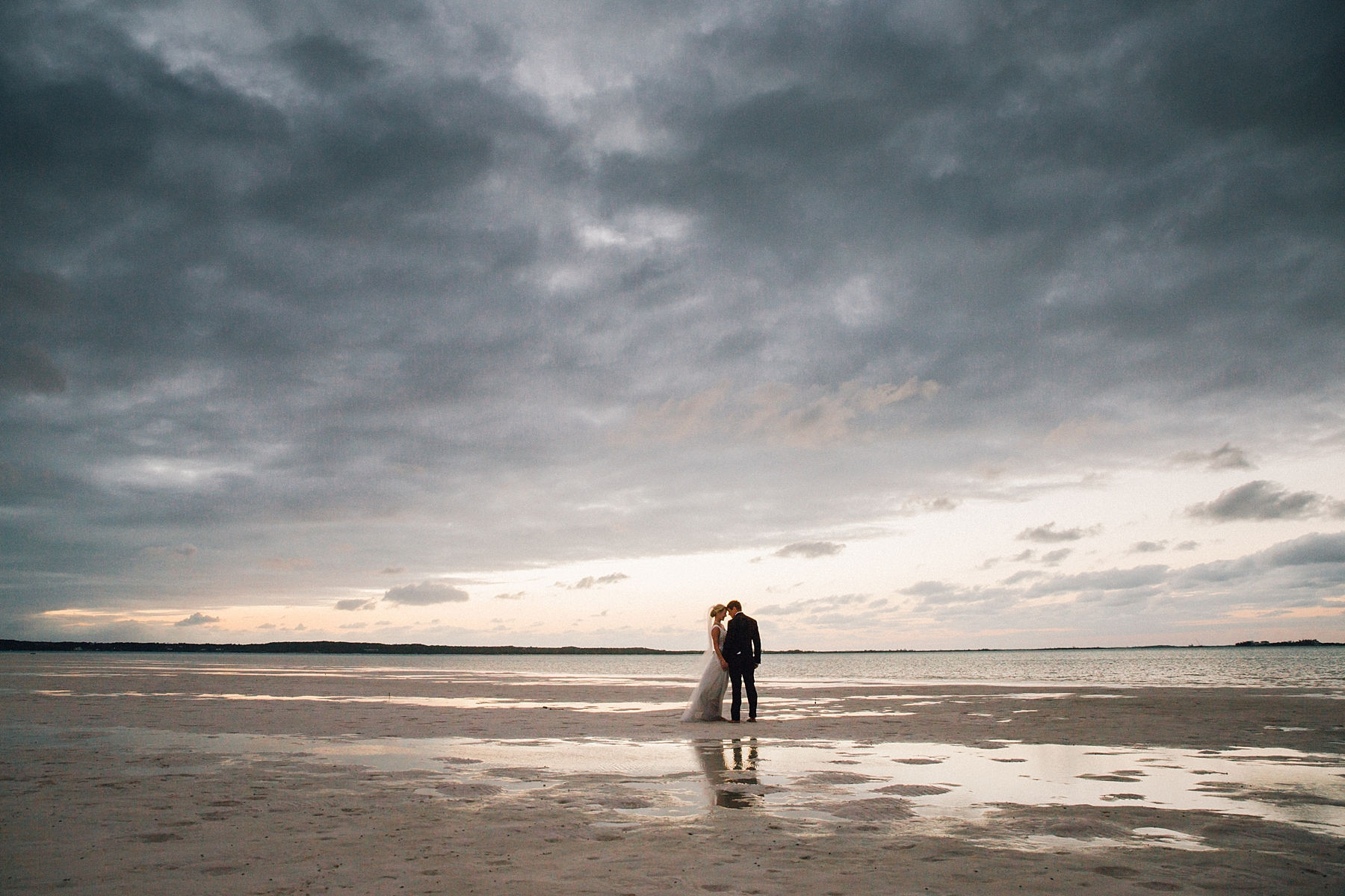 intimate-destination-wedding-beach-moments-harbour-island_0068.jpg