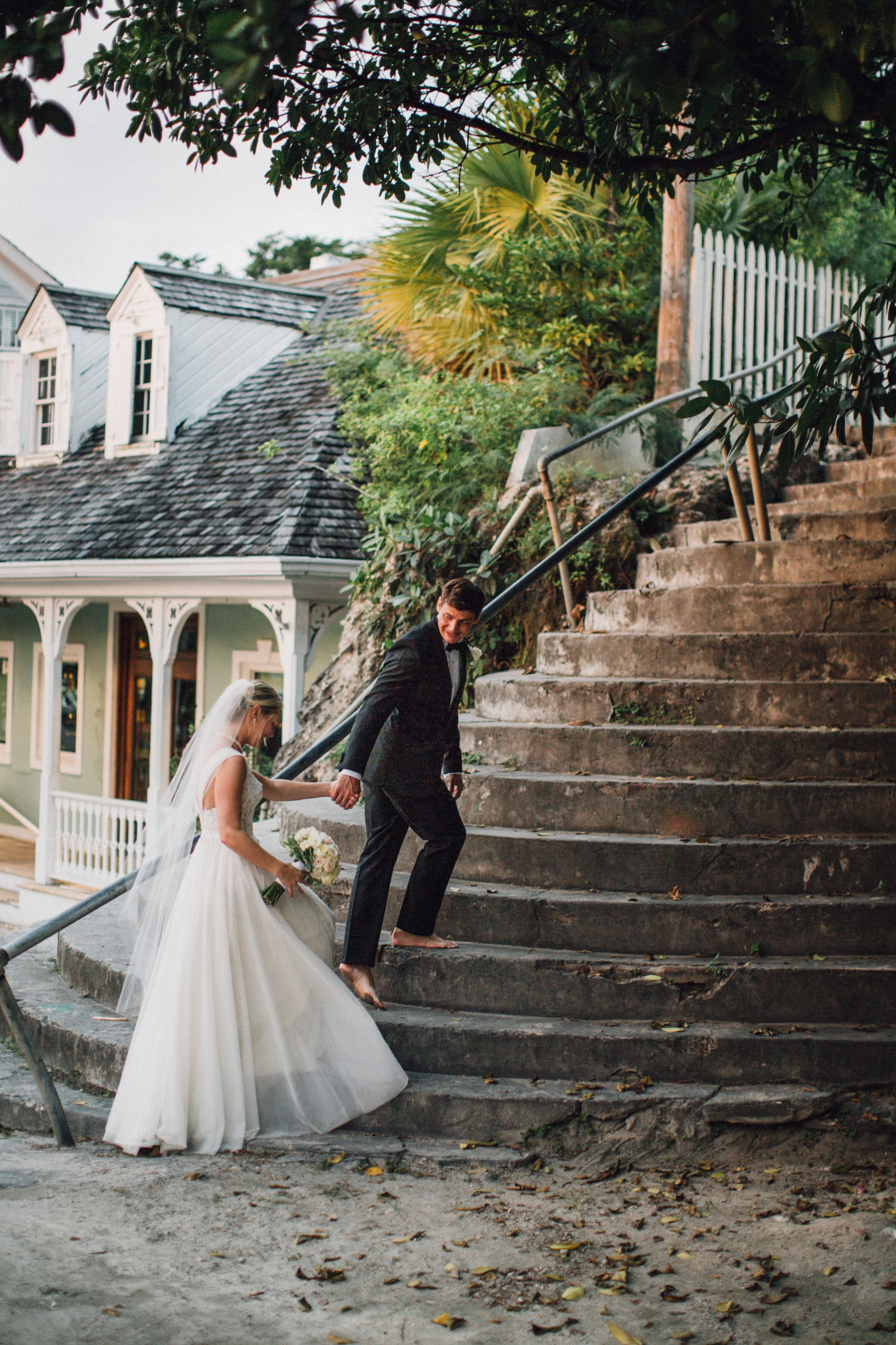 intimate-destination-wedding-beach-moments-harbour-island_0073.jpg