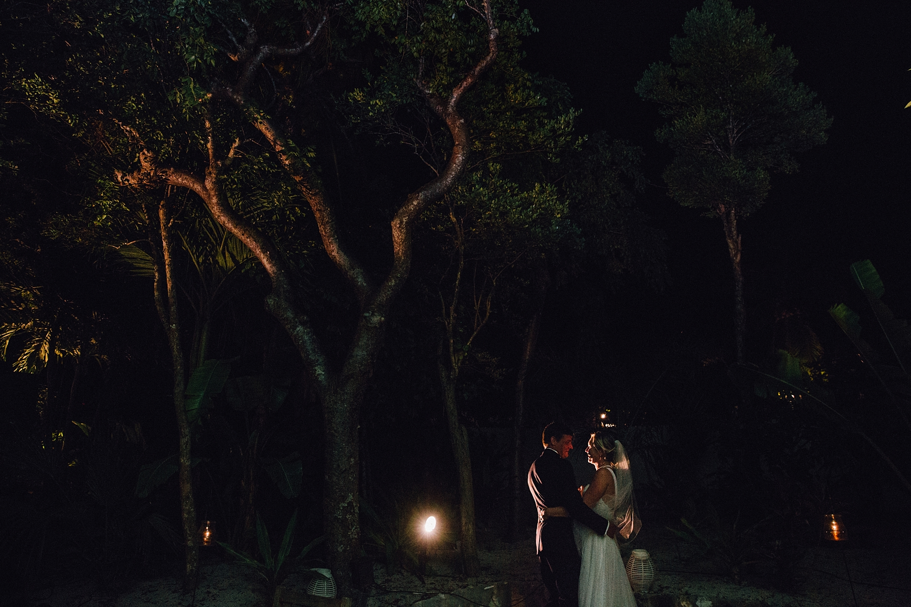 intimate-destination-wedding-beach-moments-harbour-island_0091.jpg