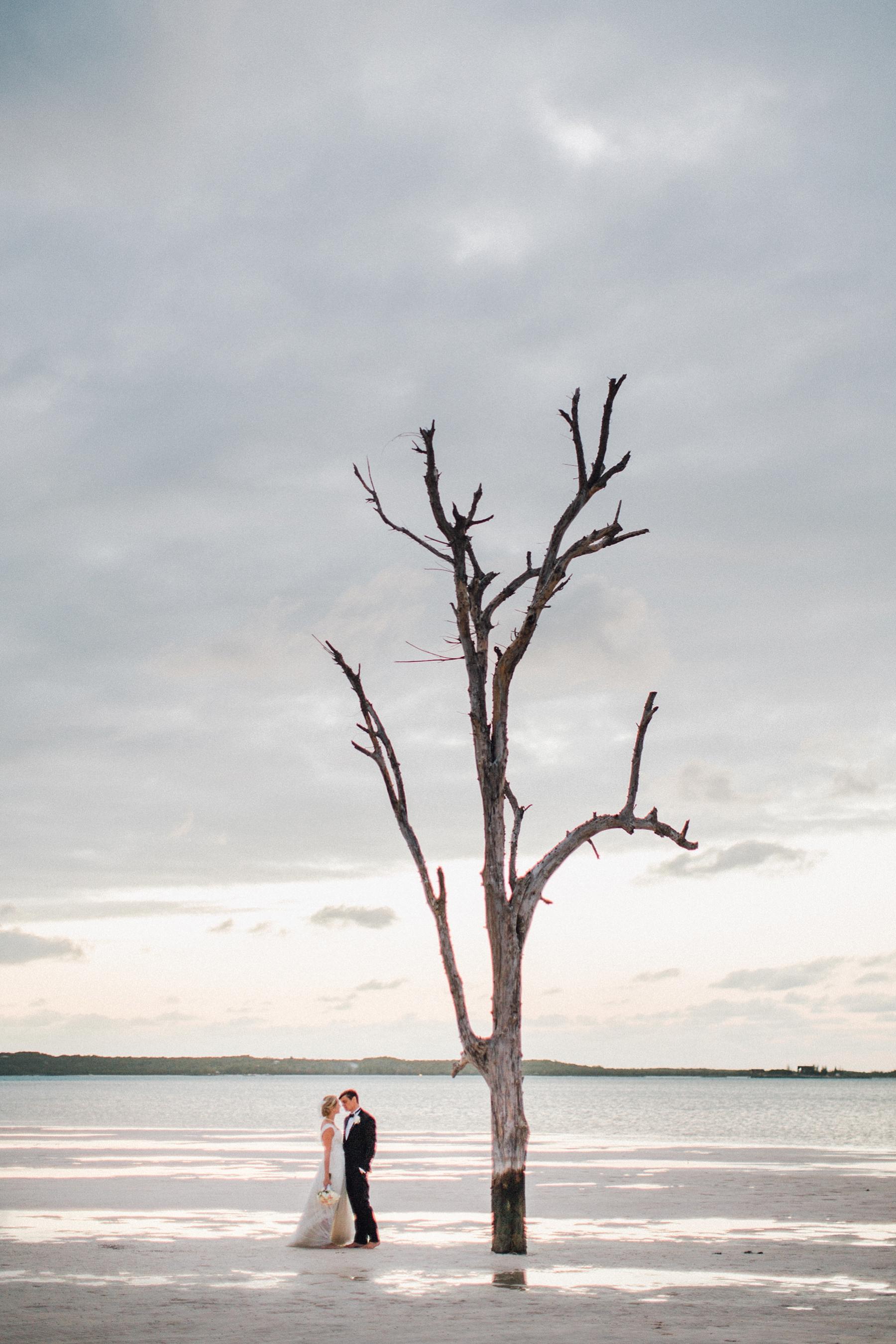intimate-destination-wedding-beach-moments-harbour-island_0108.jpg