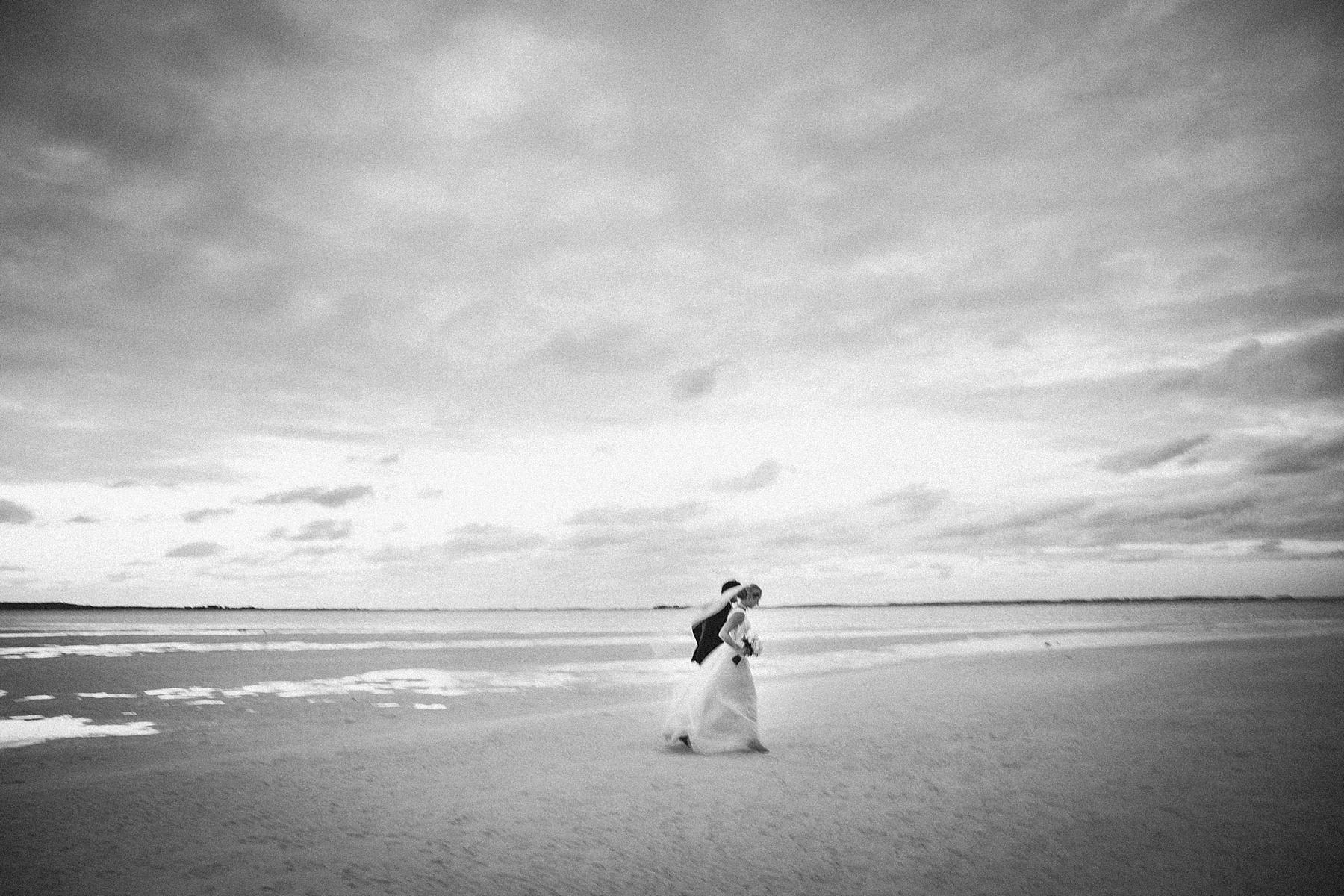 intimate-destination-wedding-beach-moments-harbour-island_0113.jpg