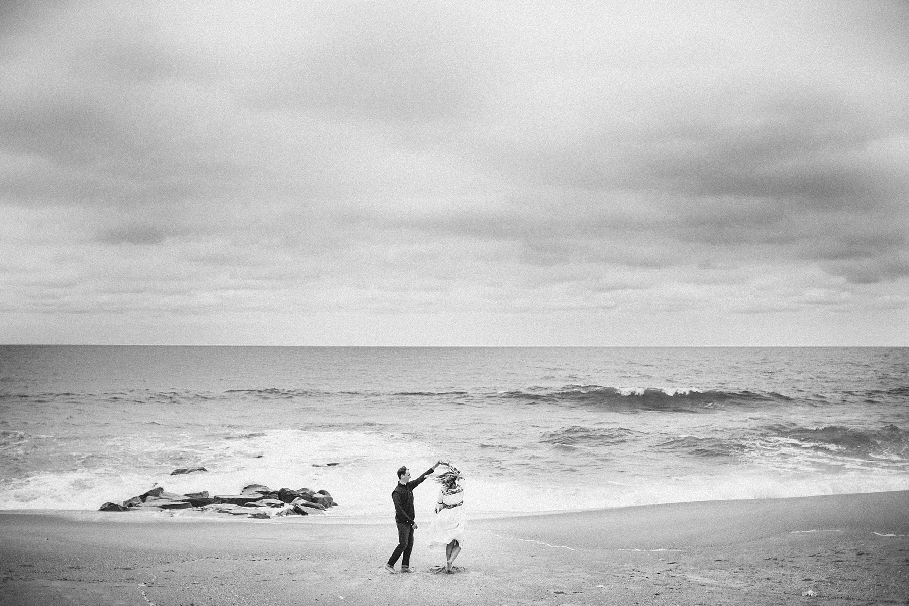 spring-lake-nj-engagement-session-cloudy-day-beach_0001.jpg