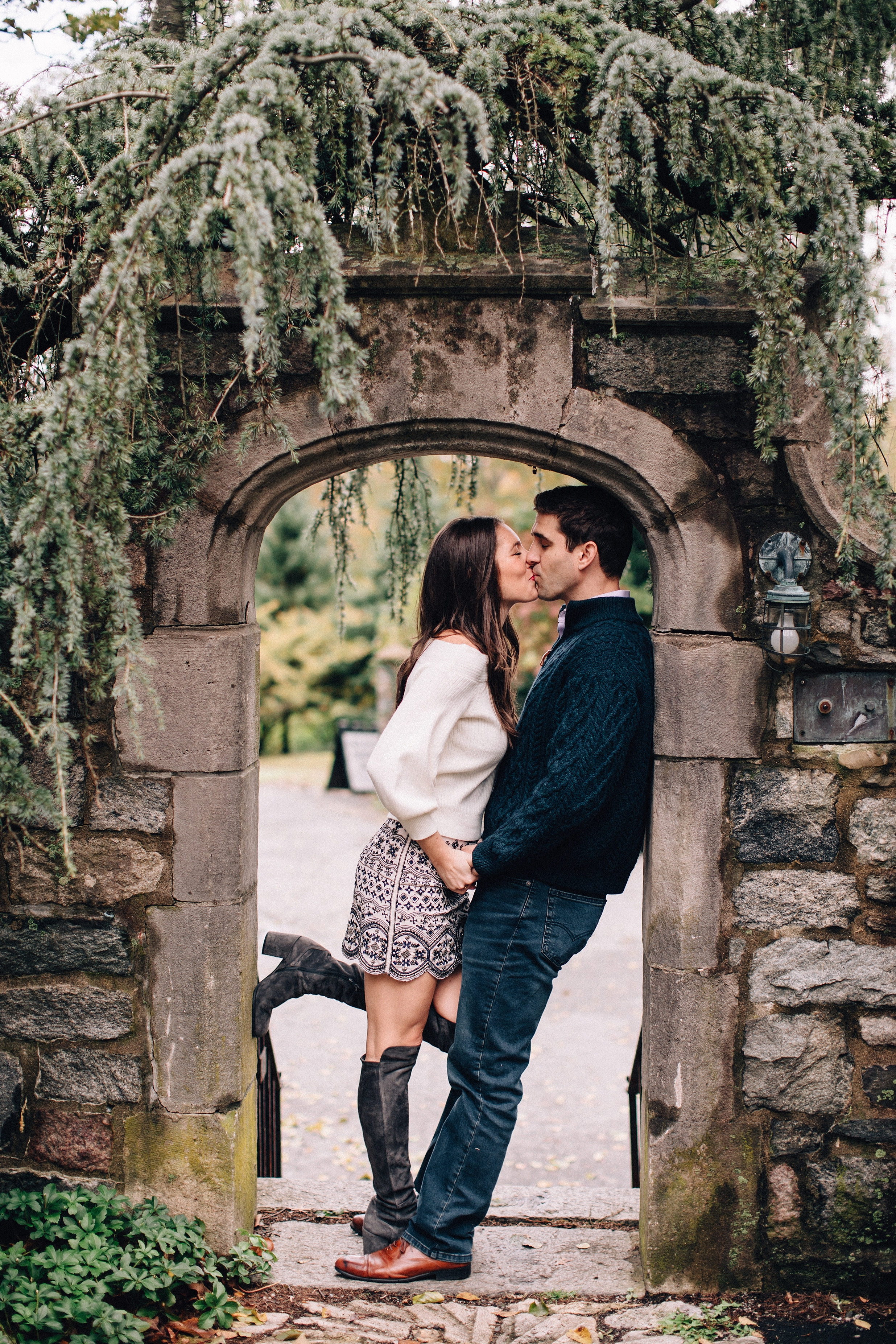 castle-fall-engagement-session-north-jersey-photographer_0011.jpg