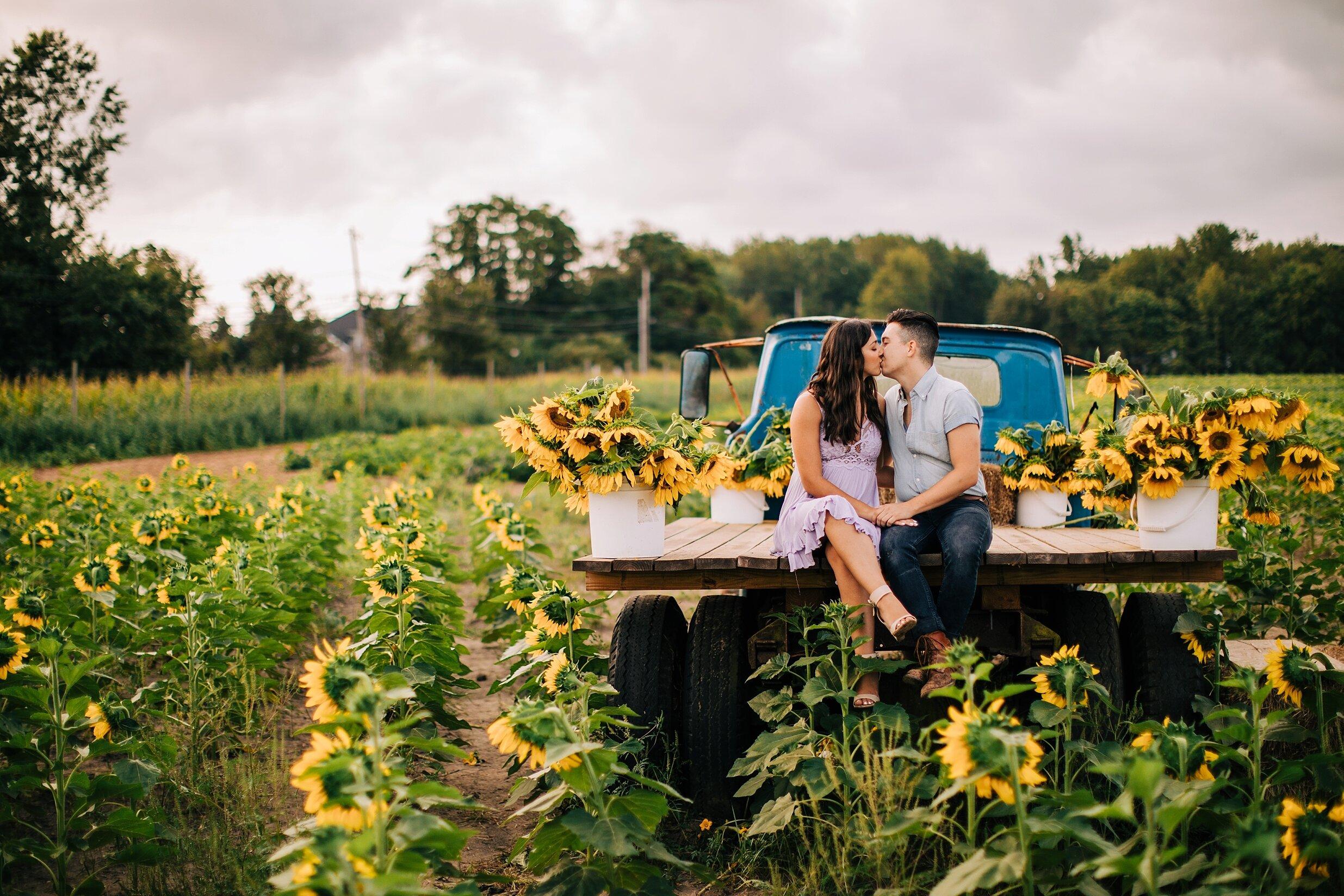 sunflower-field-engagement-session-nj_0019.jpg