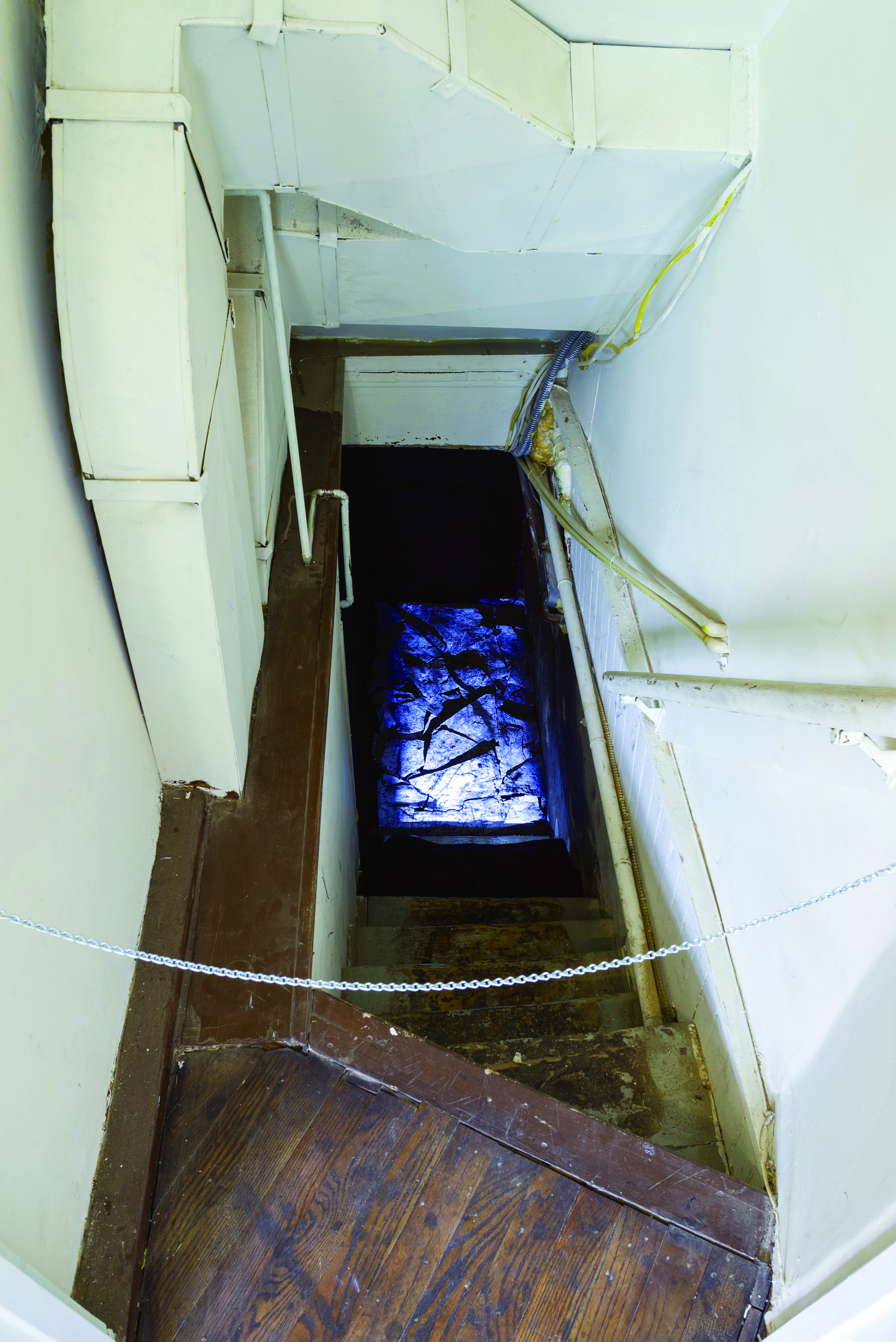 Noa Heyne,  Entropia,  2017. Video installation with concrete slabs. 16:9 format, 5:13 min.