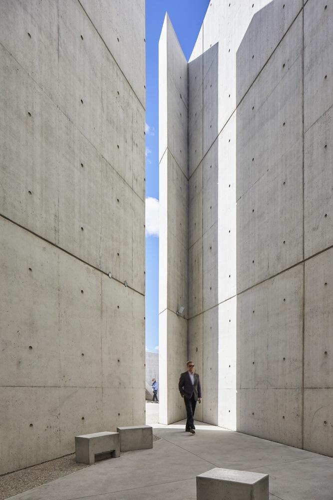 068-Libeskind_Holocaust_Monument.jpg