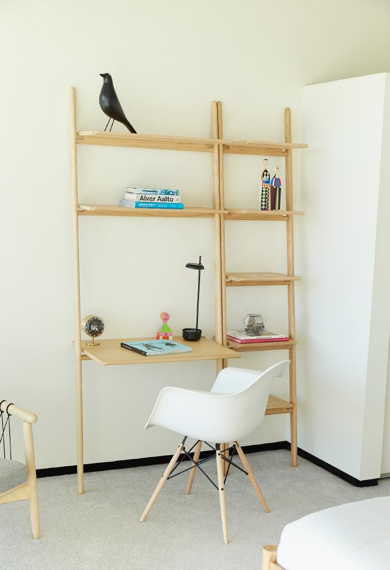 2230-dwr-stahl-folk-ladder-shelving.jpg