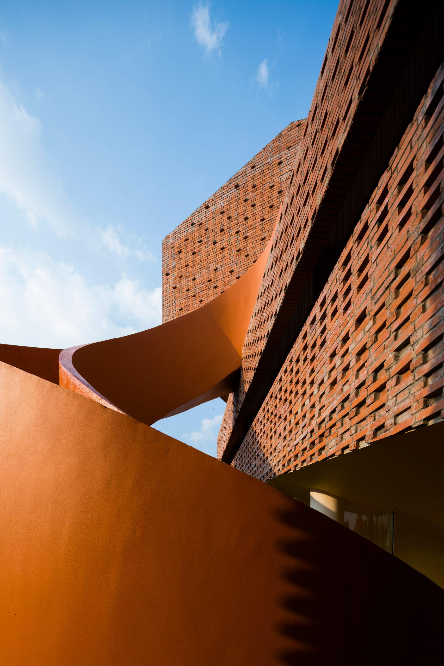 chuon-chuon-kim-kindergarten-kientruc-o-architecture-education-vietnam_dezeen_2364_col_21-1704x2556.jpg