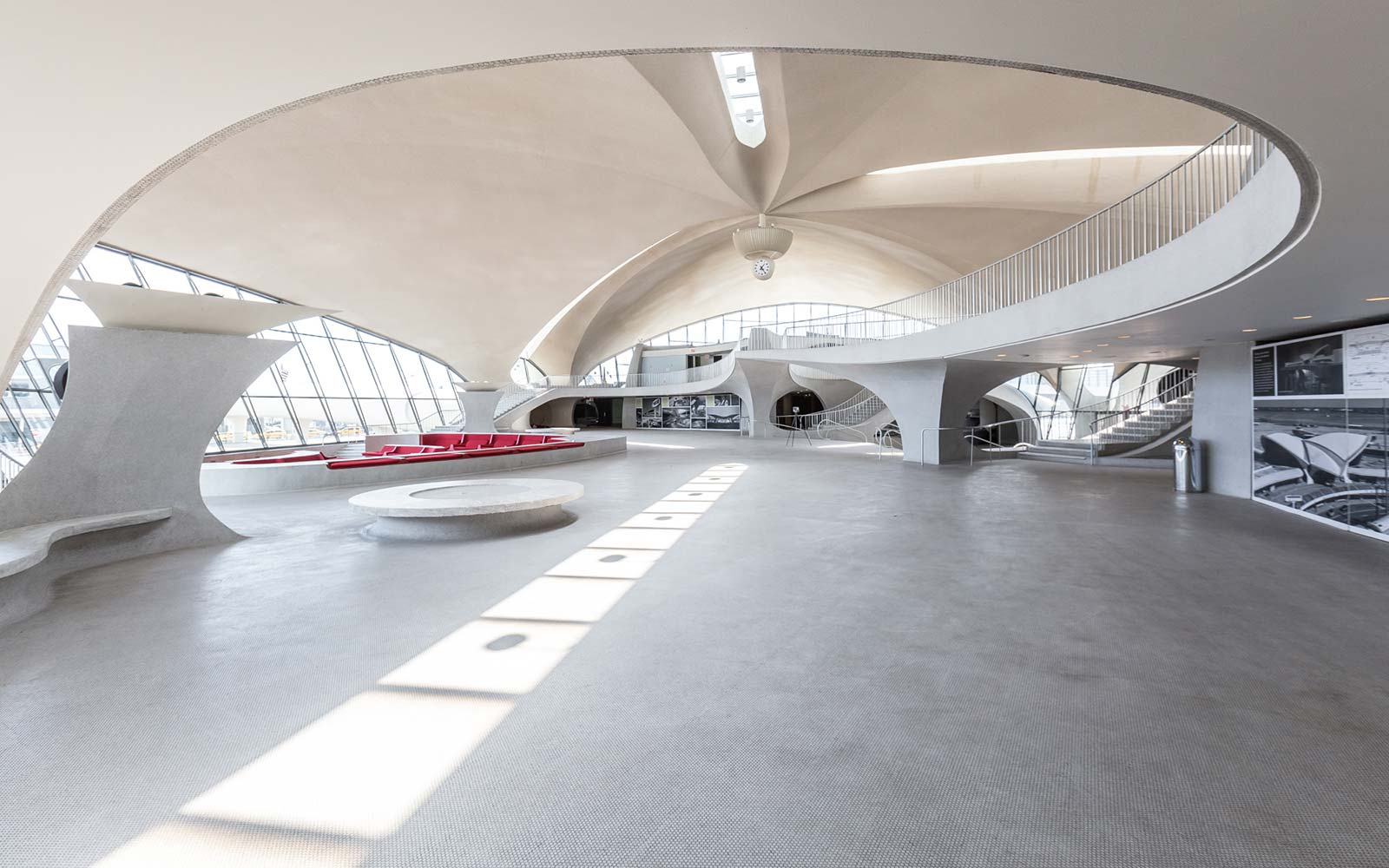 lobby-eero-saarinen-twa-terminal-jfk-airport-TWAHOTEL0917.jpg