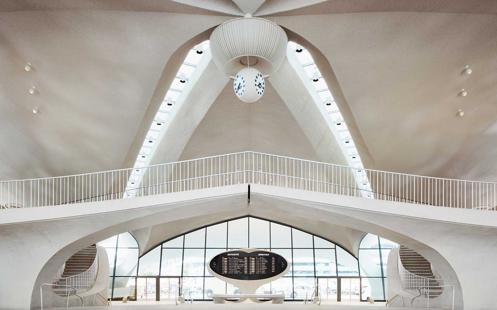 twa-hotel-jfk-airport-lobby-TWAOPEN0519.jpg