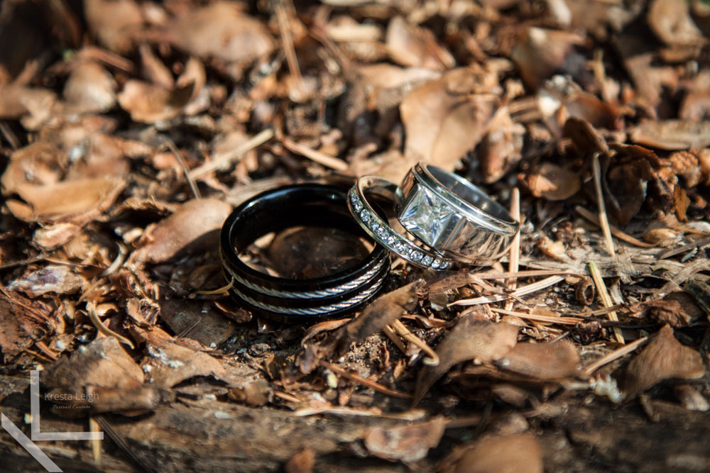 wedding-rings-wood
