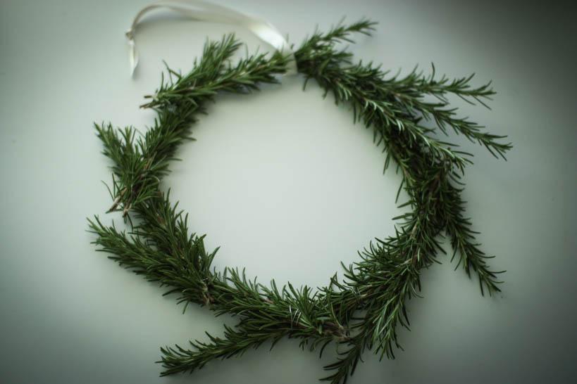 Rosemary Wreath || thinkbiglivesimply.com