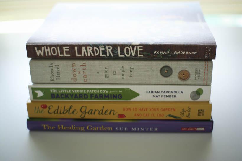 5 Books for Your Simple Bookshelf || thinkbiglivesimply.com