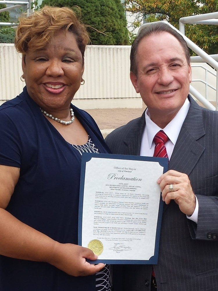AHEART founder, Robbin hargrove with mayor ruben bermudez for national infant mortality awareness day.