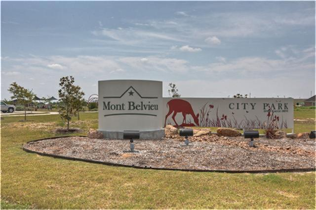 Mont Belvieu City Park via http://www.marekinsurance.com/mont-belvieu/
