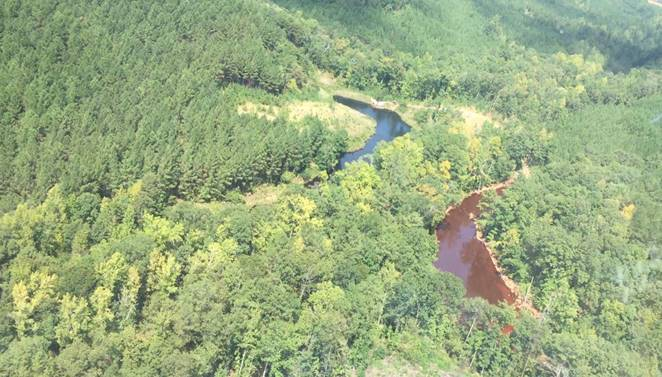 Aerial photo of two of the three mine water retention ponds at the incident site. The retention pond on the right is where the gasoline has been contained. ( Colonial Pipeline )