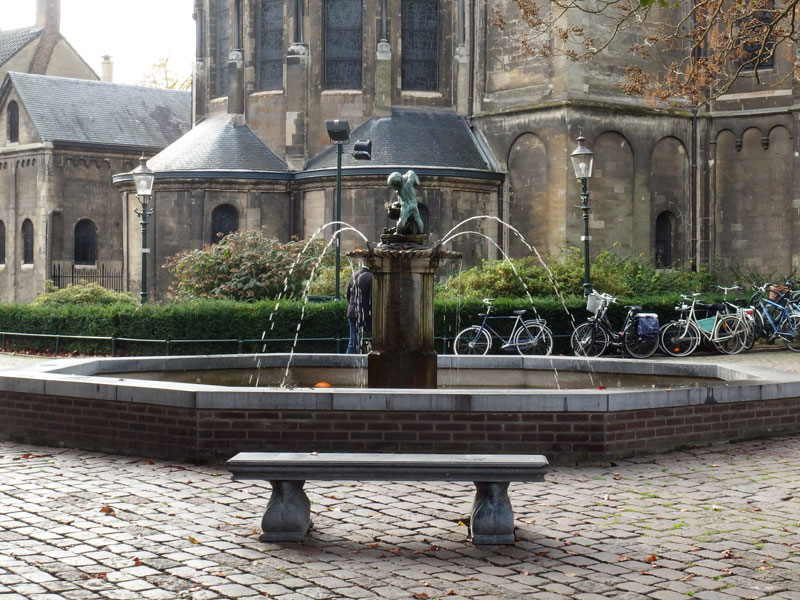 roermond is a nice little town in limburg with an old city center and a munster. Around the cathedral there are many places to enjoy a drink or have some food, and most of them have terraces.