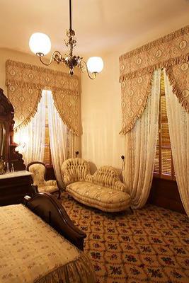 janes-bedroom.jpg