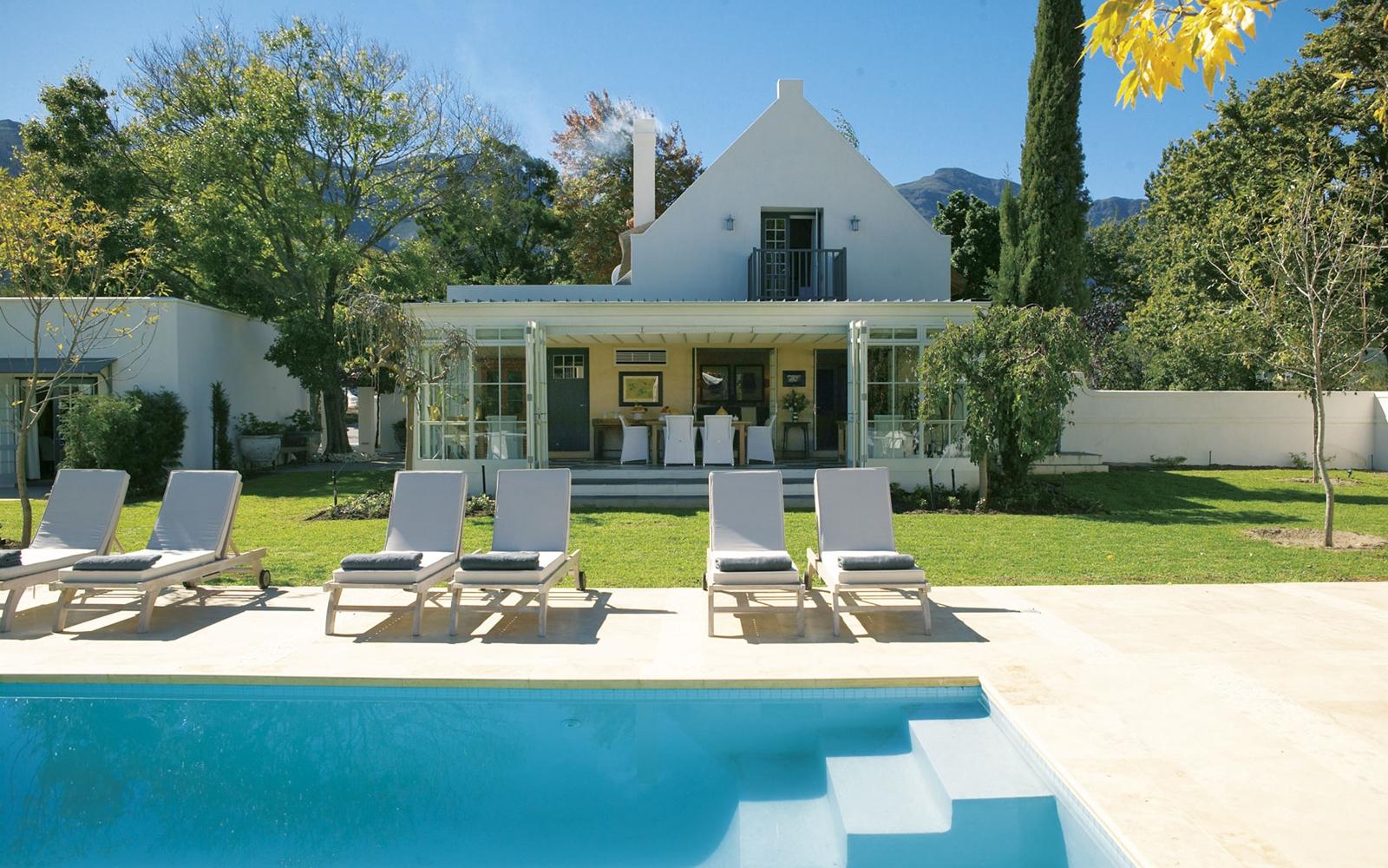 20-The-Owners-Cottage-HERO-exterior_Rotator.CPGakA.jpg