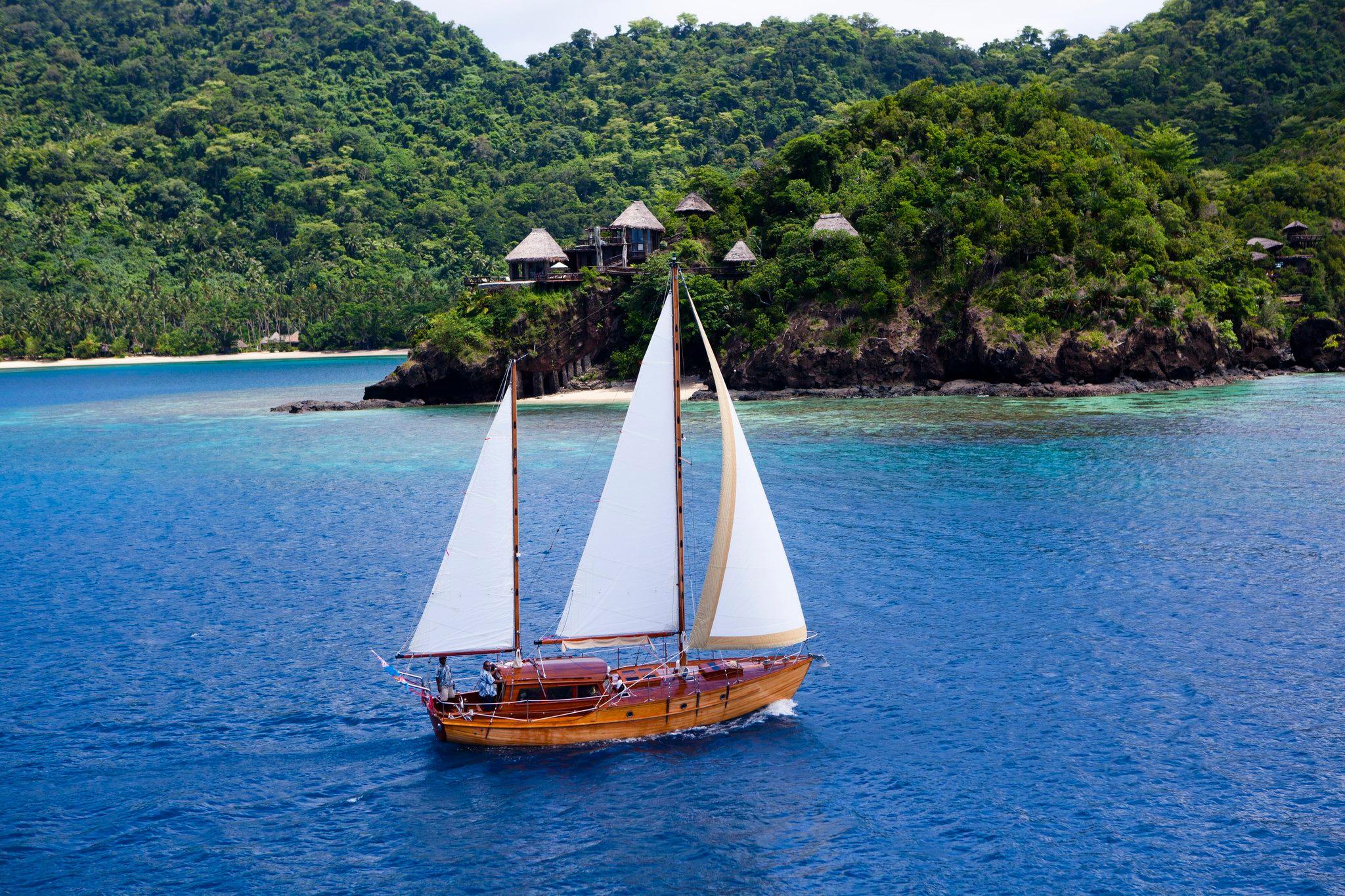 sailing-rere-ahi.jpg