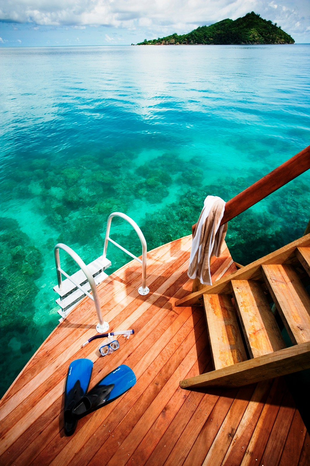 LLR-144-direct-snorkelling-access-from-over-water-bure.jpg