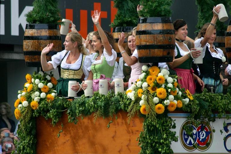 muenchen_oktoberfest_panthermedia_00424388_RET.jpg