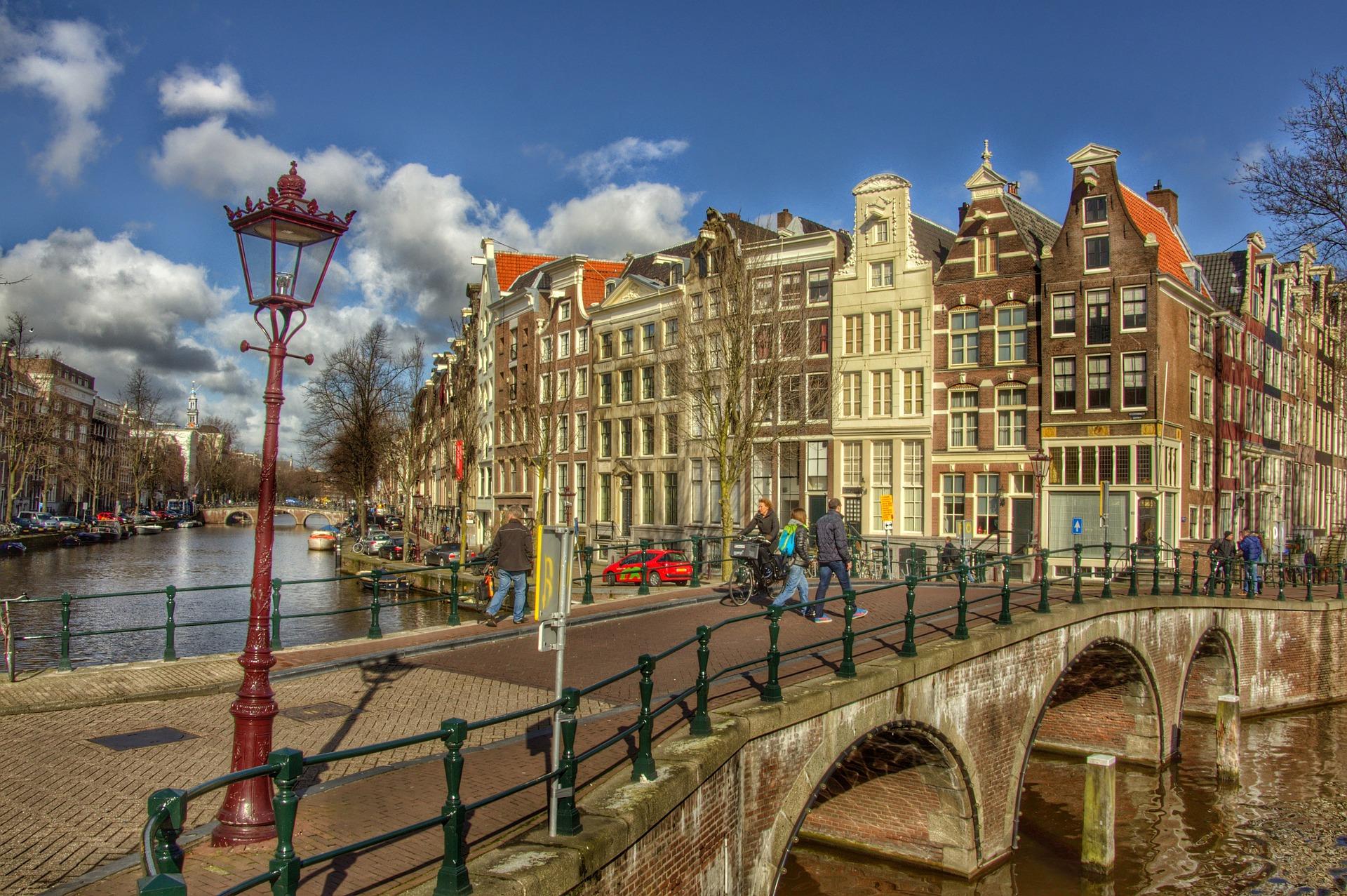 amsterdam-686460_1920.jpg