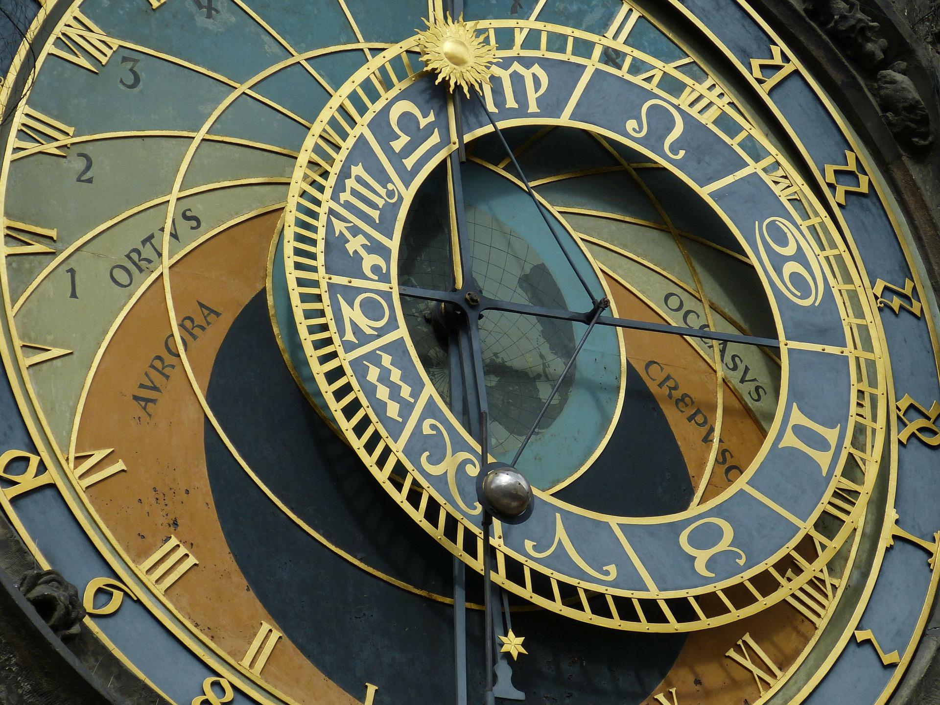 astronomical-clock-226897_1920.jpg