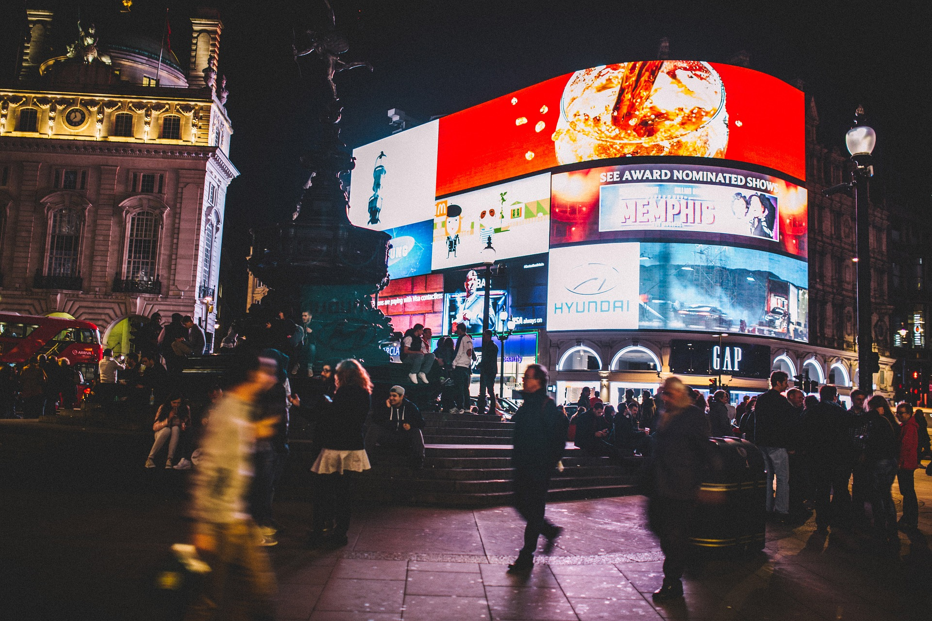 piccadilly-circus-926802_1920.jpg