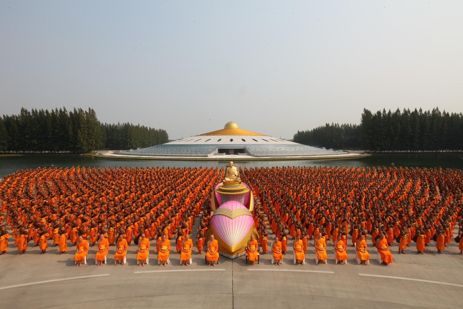 buddhists-453584_1920.jpg