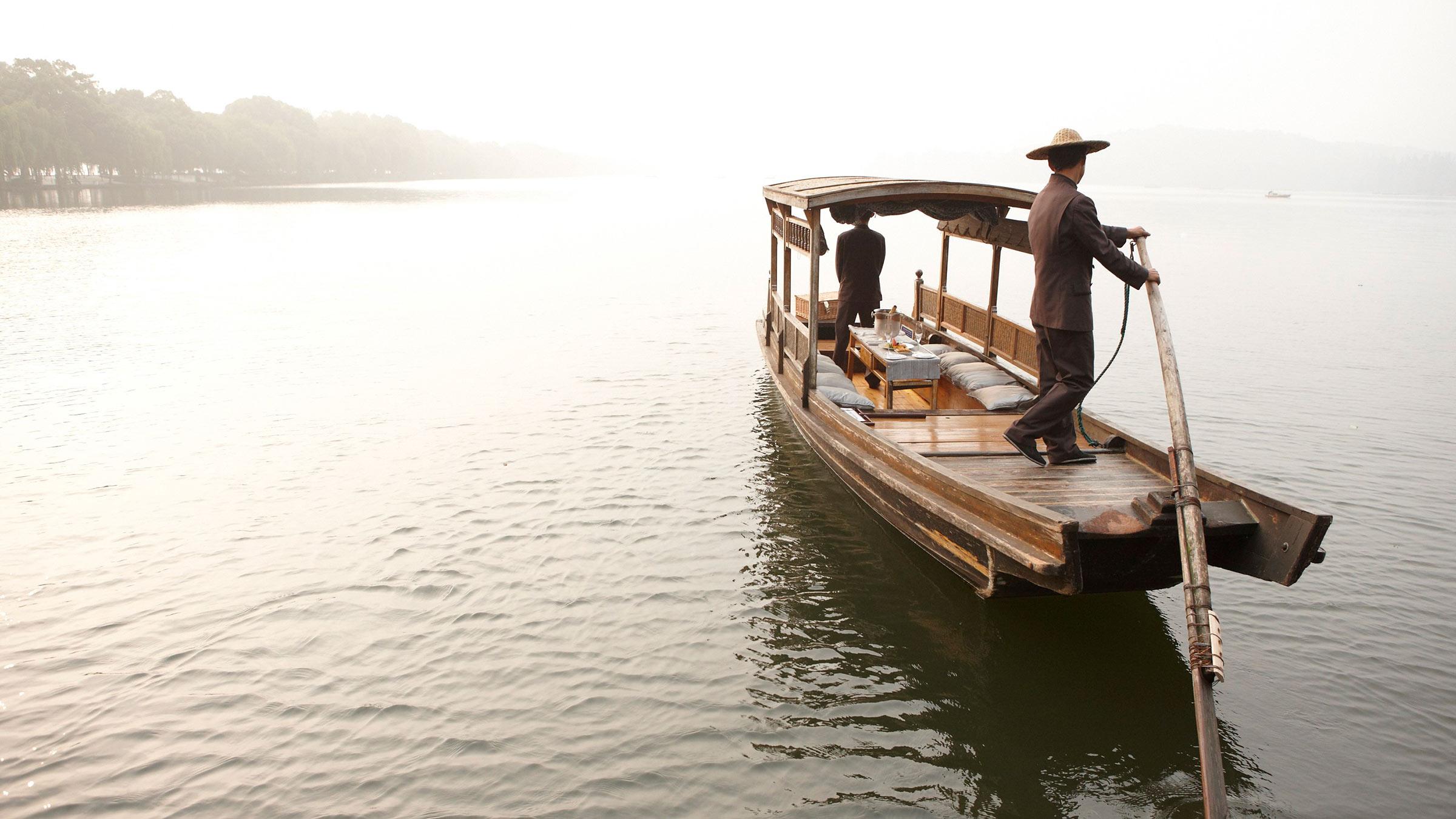 four-seasons-hangzhou-water-arrival-2400x1350.jpg