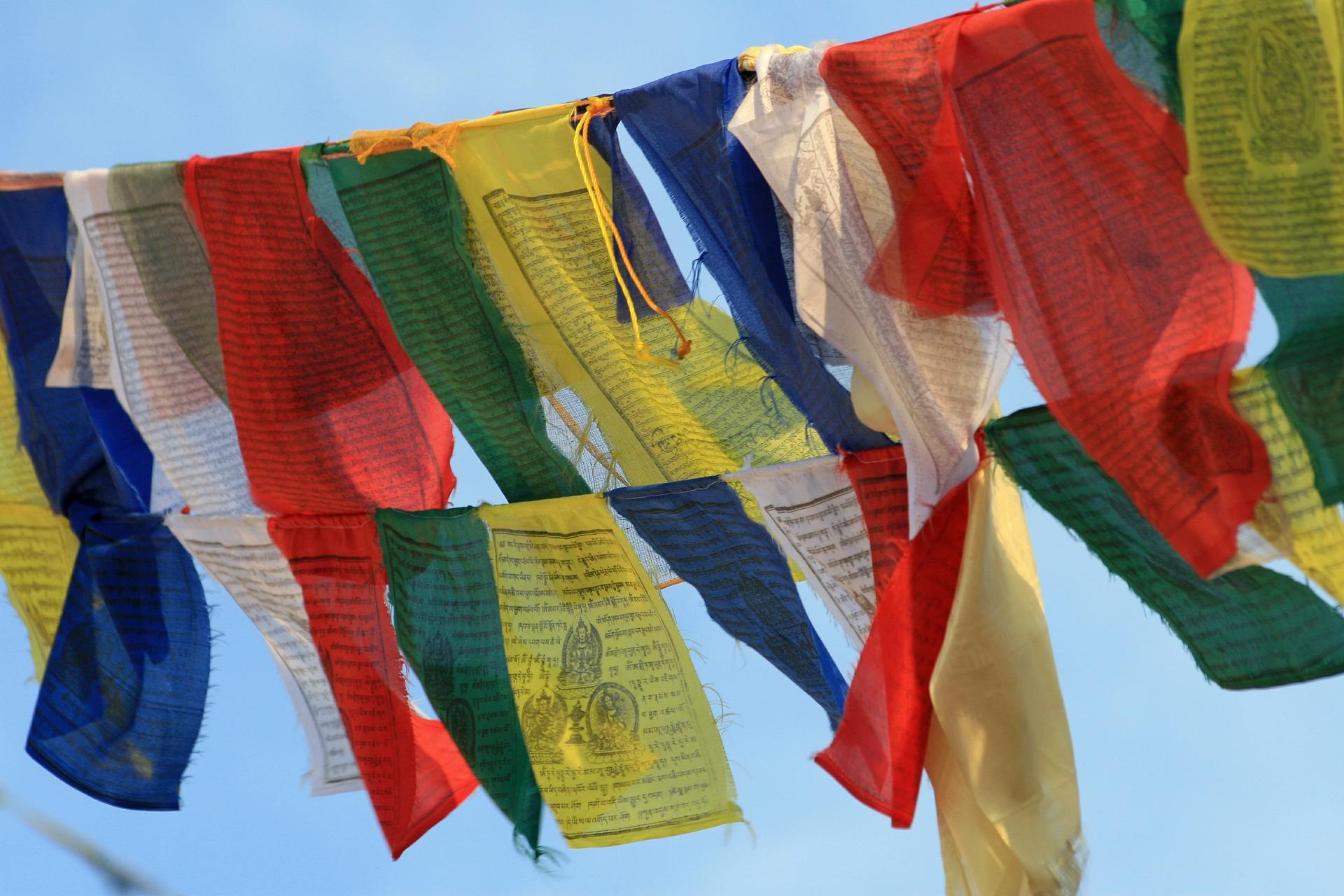 prayer-flags-484514_1920.jpg