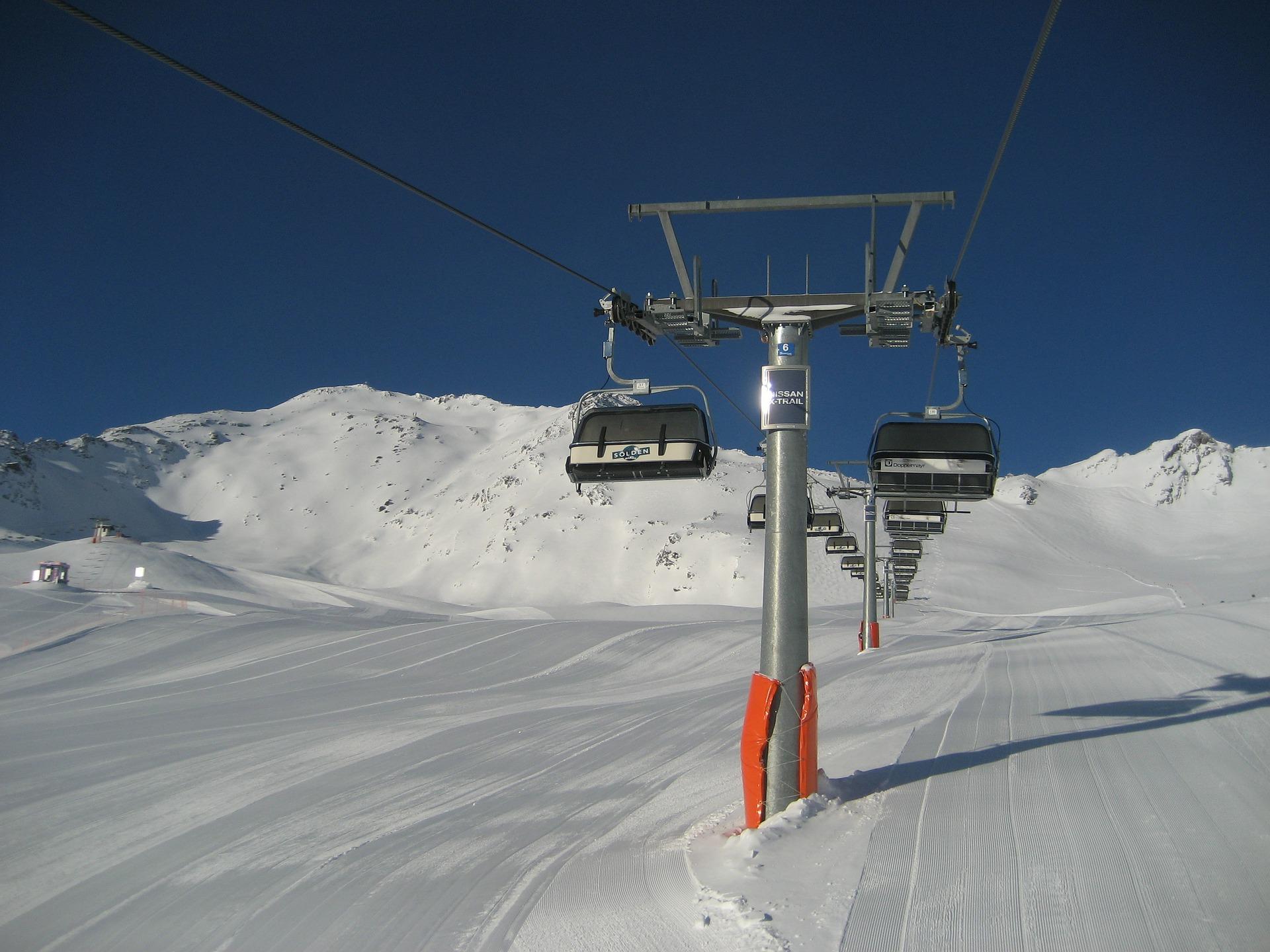 chairlift-114742_1920.jpg