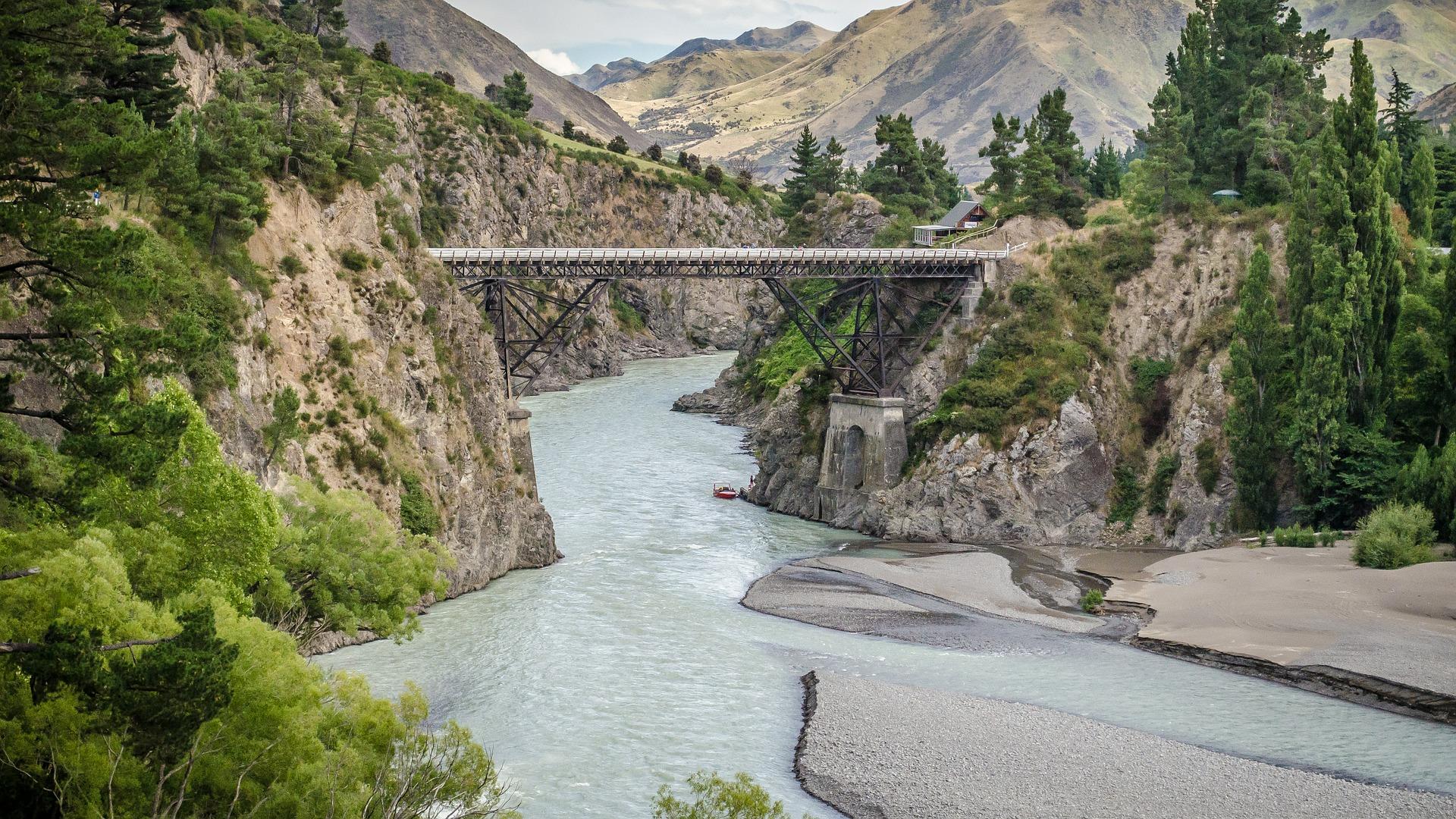 bridge-432586_1920.jpg