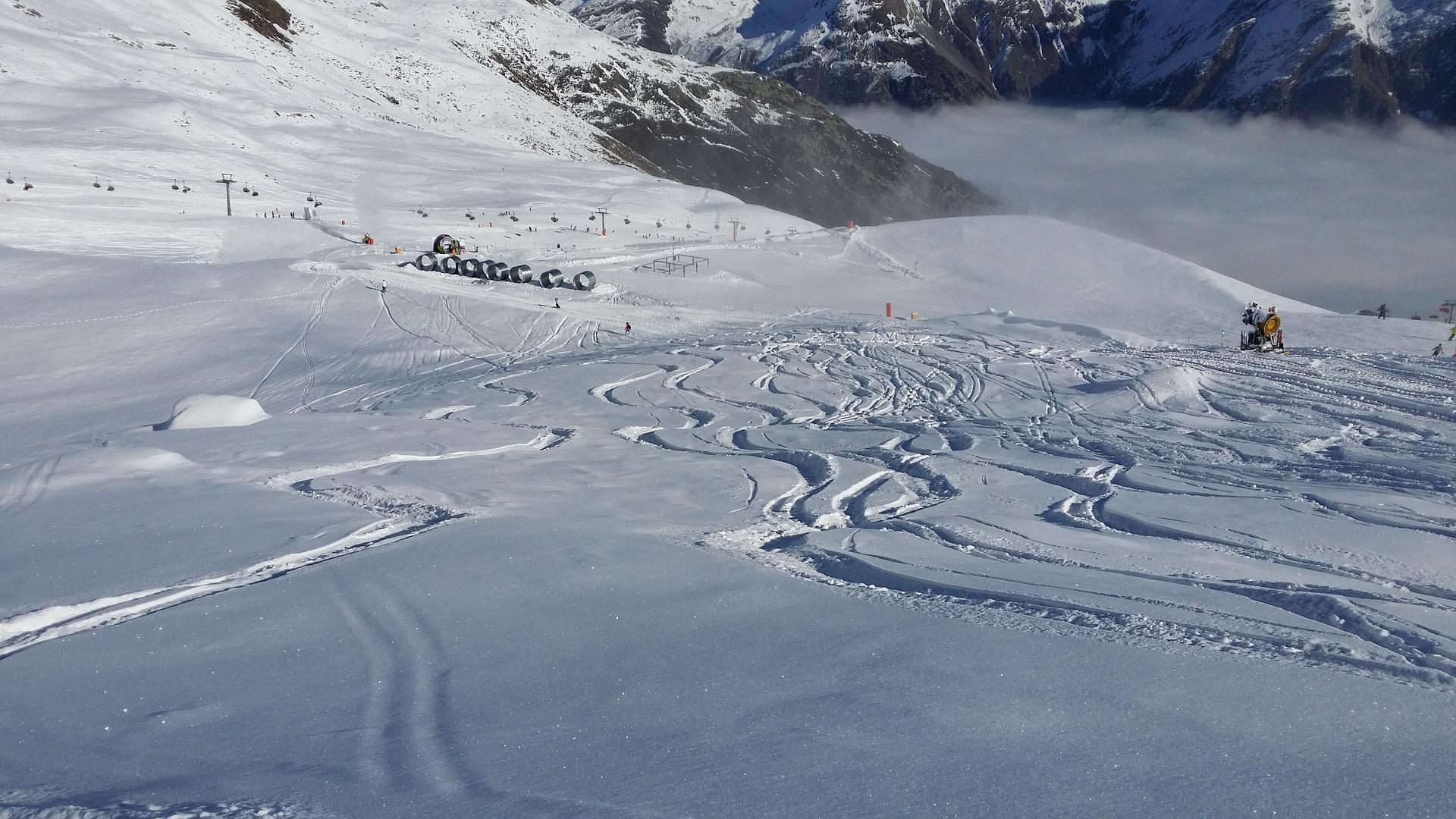 skiing-573924_1920.jpg