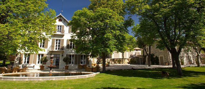 luxury-villa-provence-la-bastide-des-etoiles-display01_1.JPG