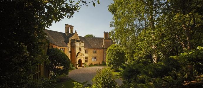 Foxhill-Manor-Luxury-Villas-UK-AK-Villas-1.jpg