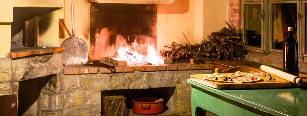 tuscany-villas-sanbarberino-pizzaroom.jpg
