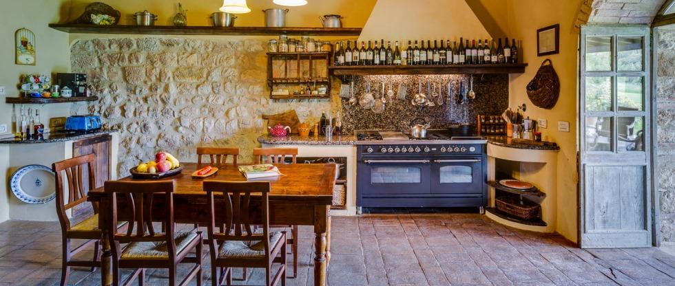 tuscany-villas-sanbarberino-kitchen2.jpg