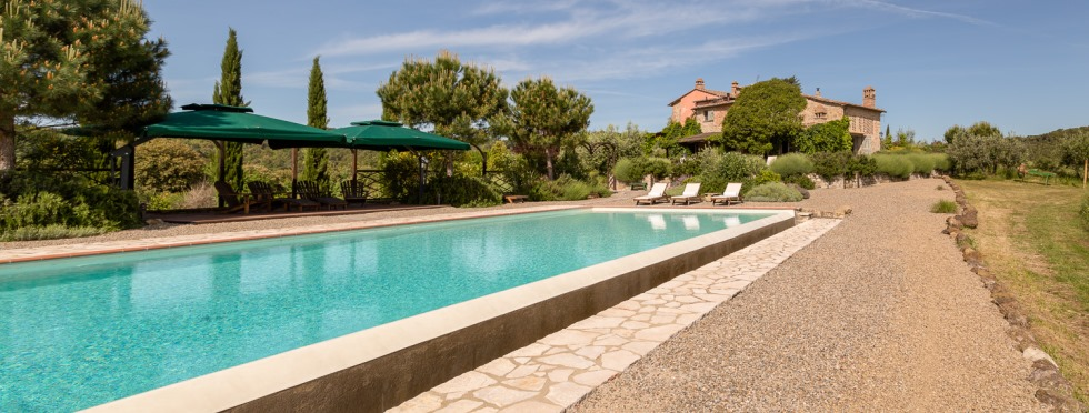 tuscany-villas-sanbarberino-long pool.jpg