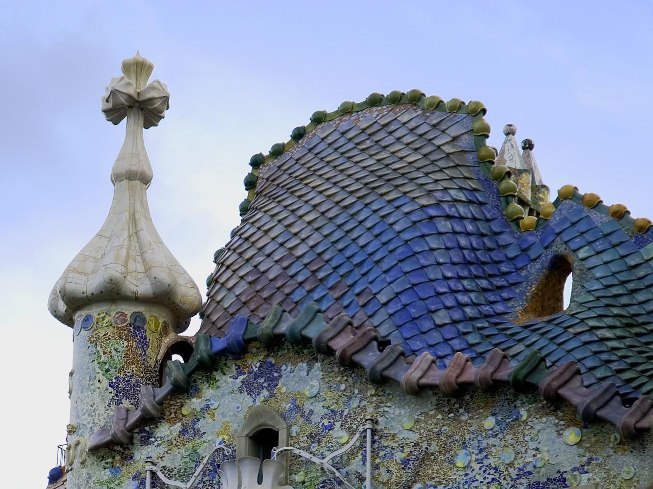 Roof-Tiles-Gaudi-Marcel-Germane.jpg