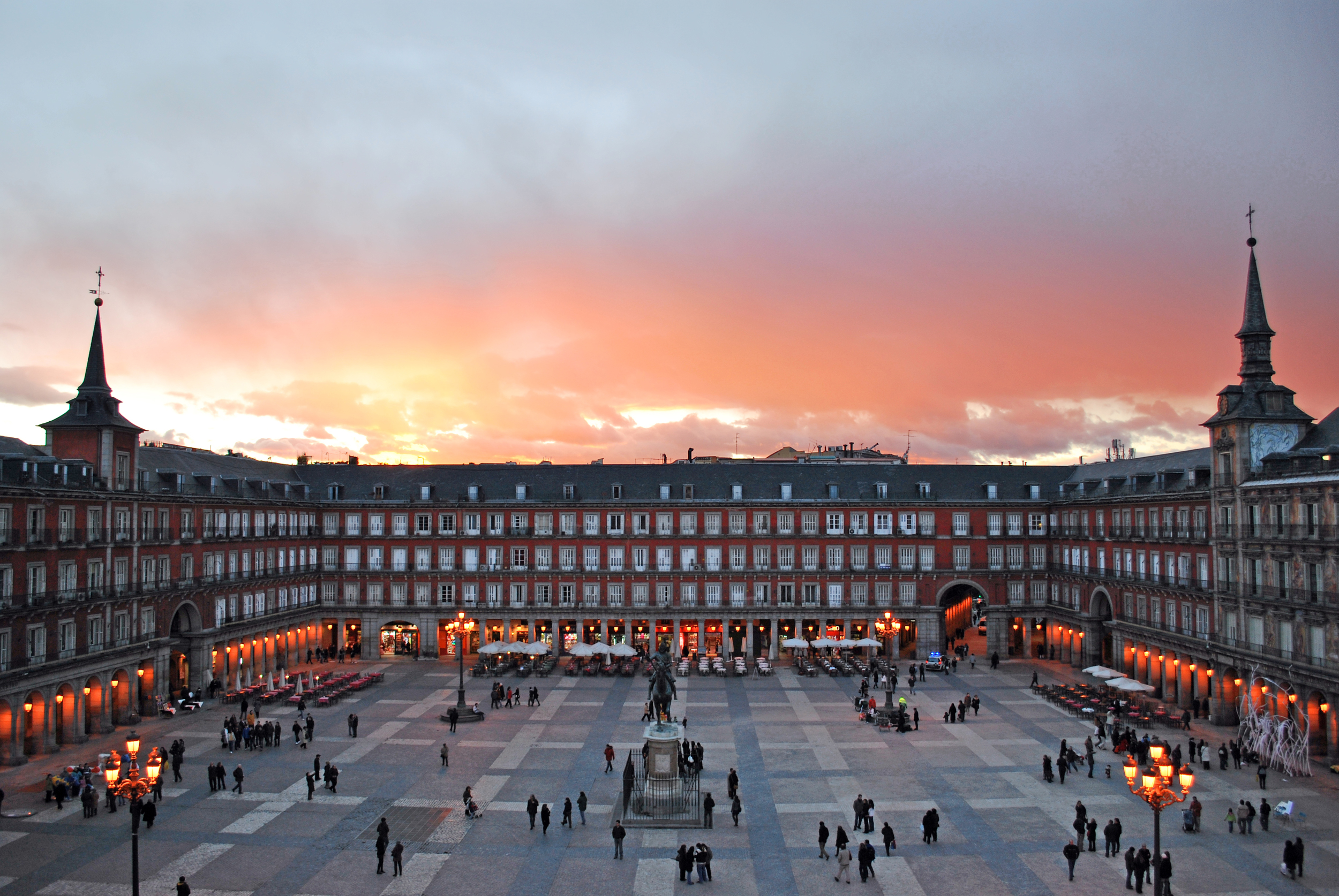 Plaza_Mayor_de_Madrid_02.jpg