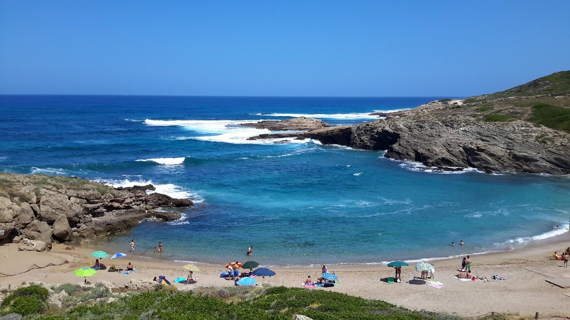 beach-972437_1920.jpg