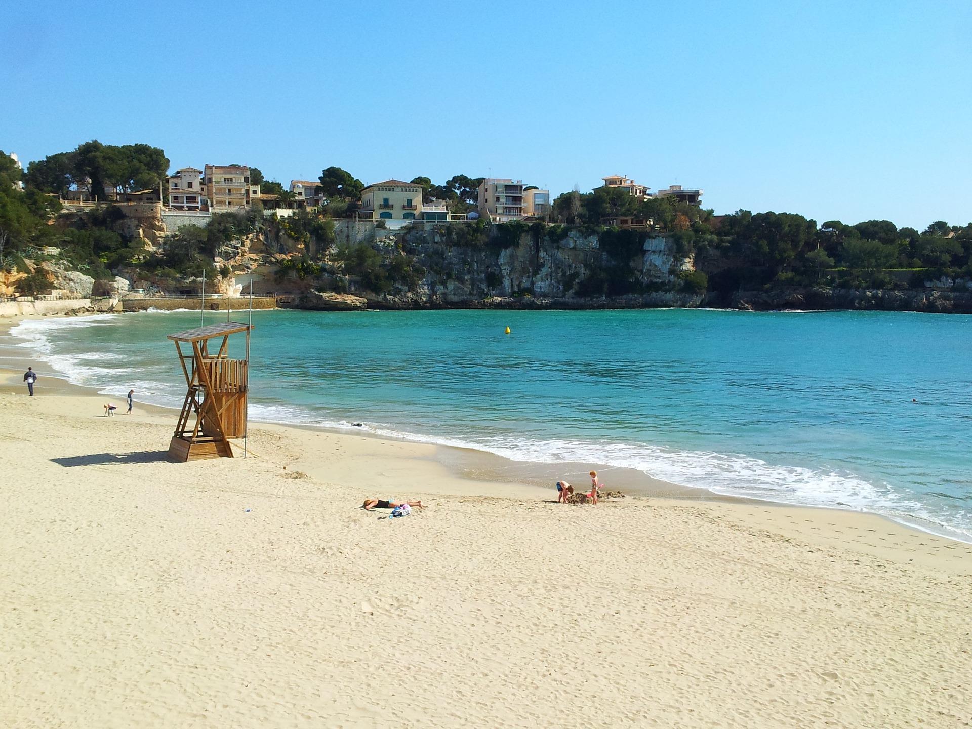 beach-695095_1920.jpg