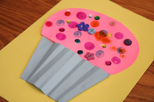 http://www.toddlerapproved.com/2014/01/cupcake-craft-for-kids-laura-numeroff.html
